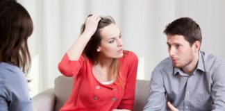 pre baby counselling couple with psychologist-min