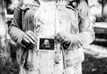 mom-with-sonogram-photo-of-lost-baby