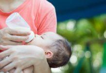 mom-feeding-baby-sugar-in-formula