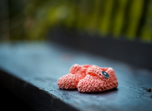 baby-shoes-on-bench-after-miscarriage