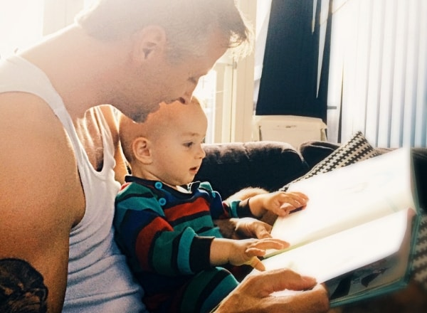 dad-reading-with-child