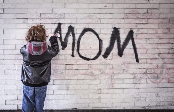 toddler-spray-painting-mom-parenting-fails