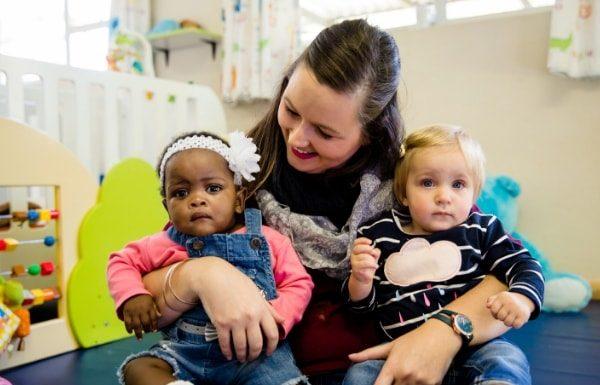 teacher-with-babies-opti-baby-kids