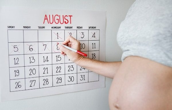 birth-calendar-pregnant-mom-belly