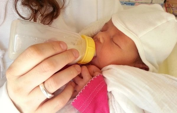 bottle-feeding-baby