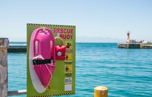 lifeguard-rescue-buoy-at-the-sea