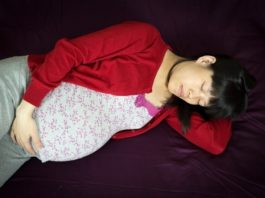 pregnant-lady-sleeping-in-the-third-trimester