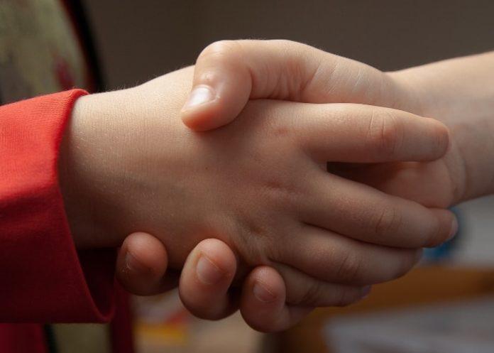 children-handshake