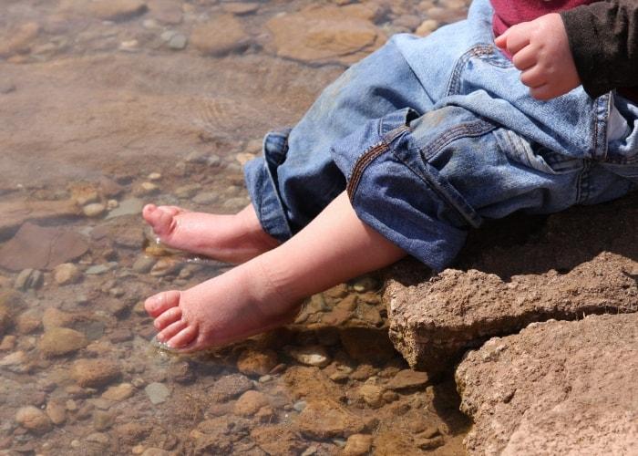 toddler-feet-dangling-in-sea-water
