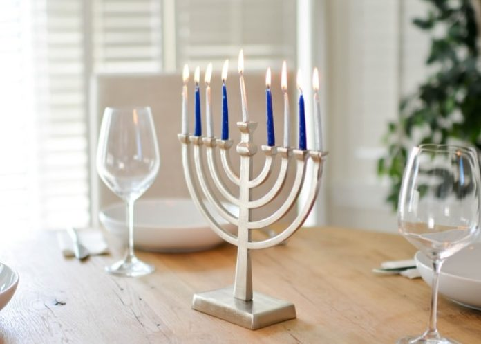 menorah-jewish-candles