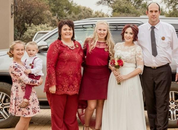 brides-family-on-wedding-day