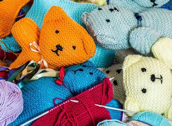 knitted-teddies-hobby-for-mom