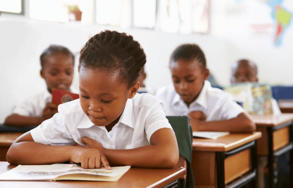children-in-south-african-school-classroom-reading