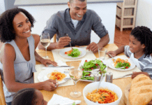 families-eat-dinner-time-advertorial-sponsored