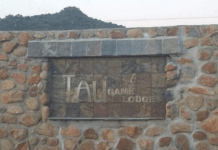tau-game-lodge-entrance-sign