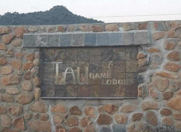 tau-game-lodge-entrance-sign