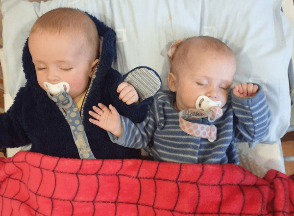 5-month-old-twin-babies-sleeping-next-to-each-other
