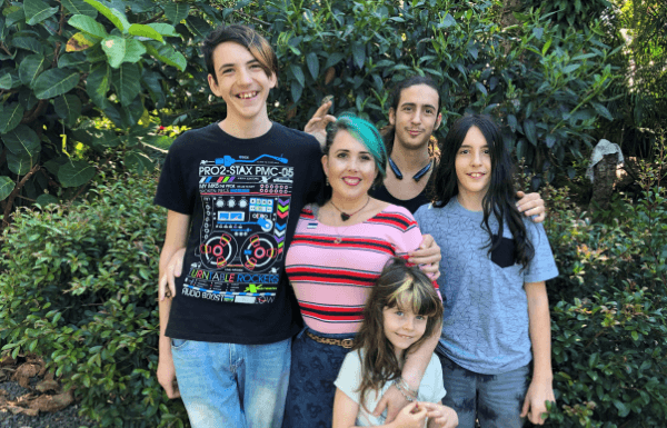 happy-family-portrait-with-mom-and-children-in-green-lush-garden