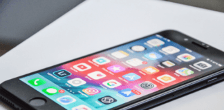 iphone-with-productivity-apps-for-moms-loaded-on-open-screen