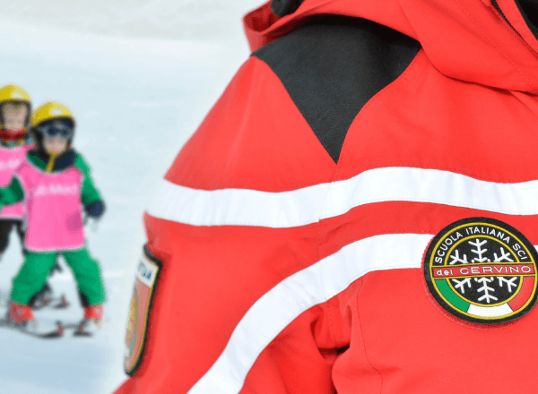 ski-instructor-with-children-on-the-slopes-skiing-safely