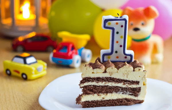 Birthday-cake-with-number-one-candle