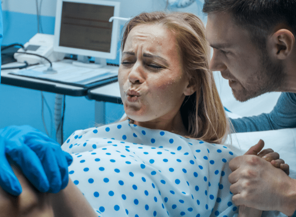 Pregnant lady pushing to give birth: funny thinks women have done while in labour