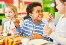 emotional eating: three children sitting together eating lunch