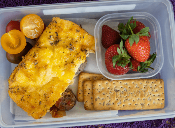 lunchbox idea boerewors and tomato frittata with biscuits and fruit