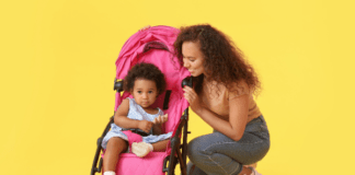 how to choose the right pram: mom and baby in a pram