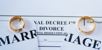 divorce papers: behaviours in relationships that can lead to divorce