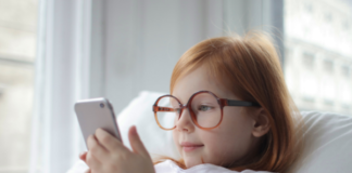 child with a smartphone: at what age should you give your child a smartphone