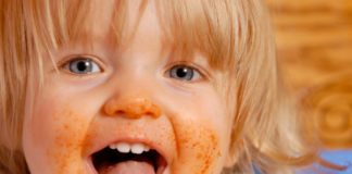 happy child eating with a messy face: make eating fun for kids using the 5 senses
