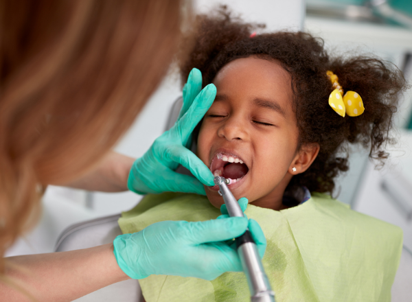 tooth stains in children: child at dentist having teeth cleaned